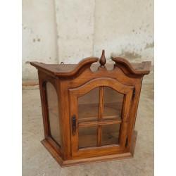 Vitrina de colgar restaurada en venta