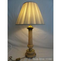 Lámpara inglesa de alabastro para alquilar
