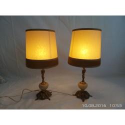 Lámparas de mesa de metal y mármol.