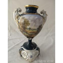 Jarron de ceramica tipo renacimiento y decorado