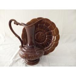 Jarra y plato de cerámica