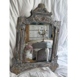 Espejo antiguo decapado en gris.
