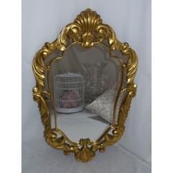 Espejo de madera tallada y pintado de color dorado,