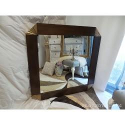 Espejo estilo colonial, con detalles en dorado